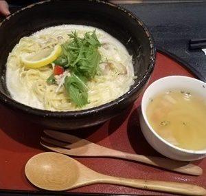 花水木 鶏と野菜のクリームパスタ